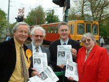 Lembit Opik MP meets your Fawdon Lib Dem councillors to help deliver the good news of the ban on drinking in public